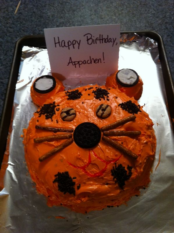 A tiger-themed cake